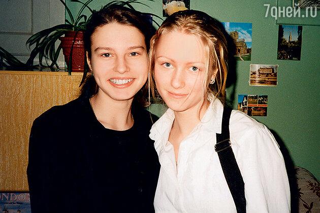 Катя Гордон с подругой