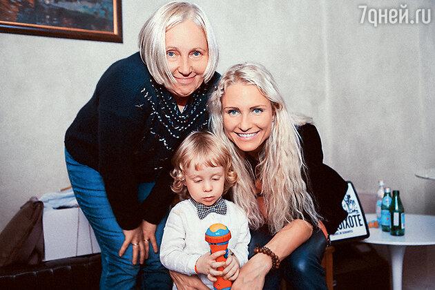 Катя Гордон с мамой и сыном