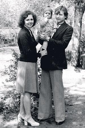 Денис Никифоров с родителяим