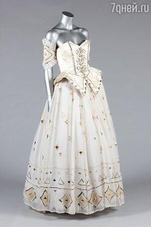 Самое романтичное и роскошное платье леди Ди под названием «Сказка» выставлено на аукцион