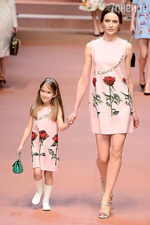 Модели показа Dolce & Gabbana