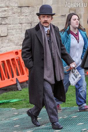Мартин Фримен на съемках сериала  «Шерлок»