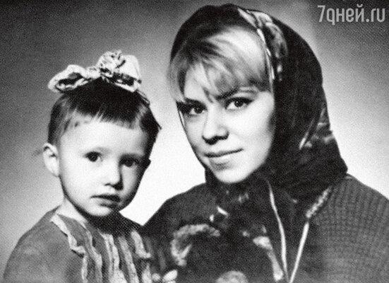 С мамой Ниной Львовной (1972 г.)...