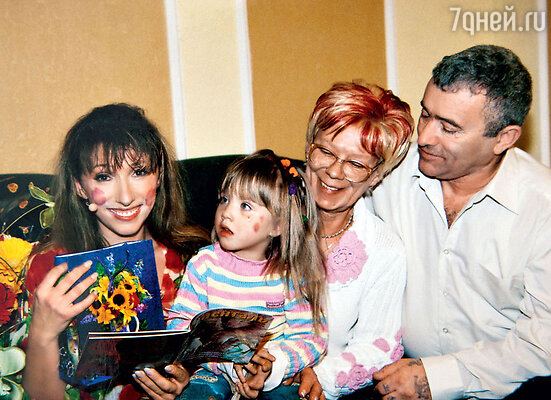 Лена с дочерью иродителями НинойЛьвовной иЯковомМихайловичем. 2007 г.