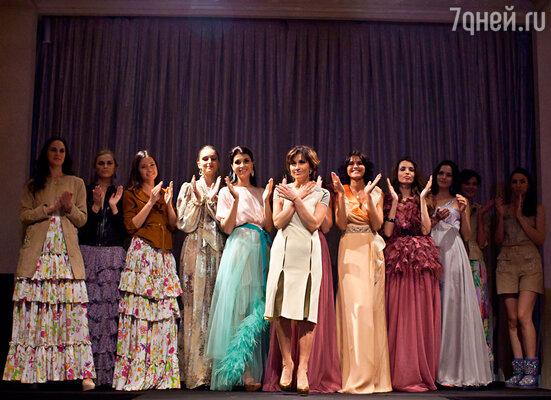 Эмма Салимова и модели на показе