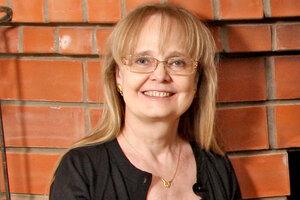 Наталия Белохвостикова заботится о спасенном ею коне