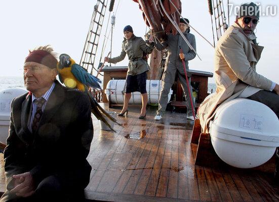 Сергей Шакуров и Александр Гордон (на переднем плане) в киноэкспедиции на море