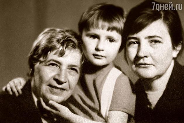 Екатерина  Шукшина с мамой и бабушкой
