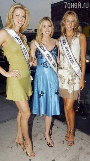 Мисс Вселенная-2004 Дженнифер Хоукинс, Мисс США Шанди Финнесси и Miss Teen USA Тами Фаррелл