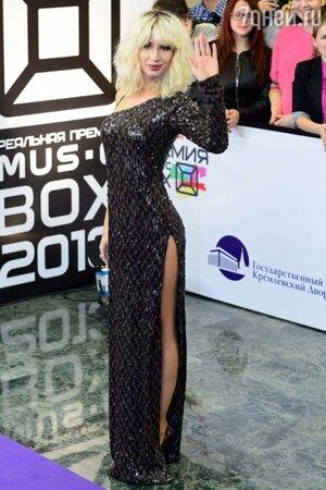 Светлана Лобода в ассиметричном вечернем платье черного цвета, премия MUSICBOX 2013