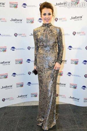 Сати Казанова в длинном сером платье, расшитом пайетками, премия MUSICBOX 2013