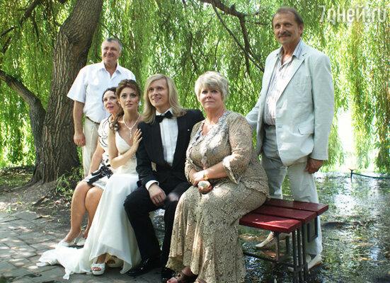 Анастасия Макеева и Глеб Матвейчук с родителями