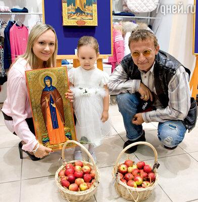 Мария Бутырская с дочкой Александрой и Иван Охлобыстин