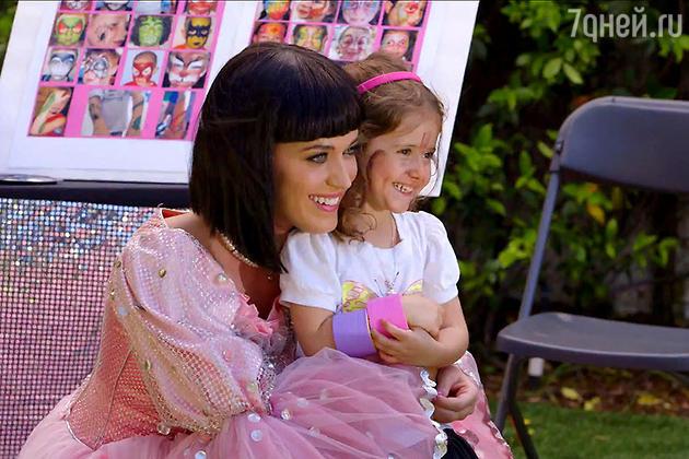 Кэти Перри в клипе на песню Birthday