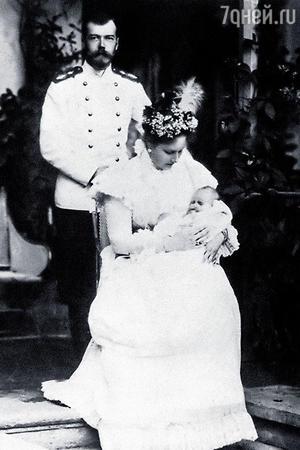 Николай II и Александра Федоровна с великой княжной Татьяной