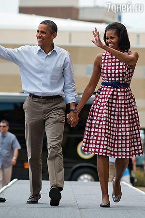 Мишель Обама в платье Asos во время визита в город Давенпорт