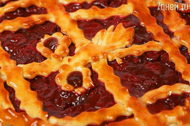 Четыре летних рецепта домашних пирогов со смородиной, малиной и земляникой