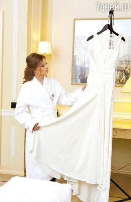 Платье для первой половины торжественной церемонии Юле привезли из Италии
