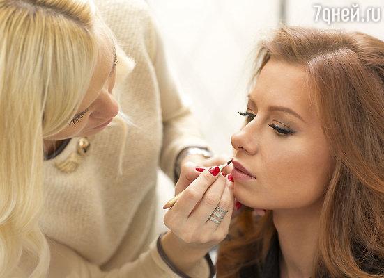 Специальный свадебный макияж и укладка прически заняли больше двух часов
