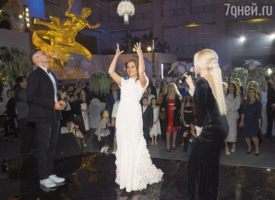 Юля окончательно прощается с ролью невесты. (В Рокфеллер-центре «VEGAS Крокус Сити»)