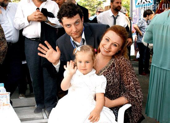 Михаил Полицеймако с женой Ларисой и дочерью Эмилией