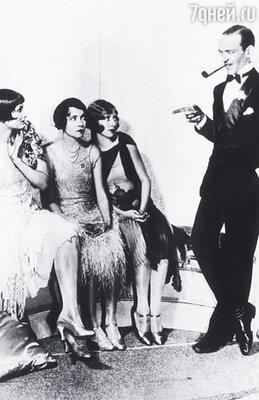 Слева направо: Бетти Комптон, Адель Астер, Гертруда Макдональд и Фред Астер в сцене бродвейского мюзикла Д. Гершвина «Смешная мордашка»