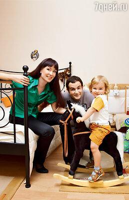С мужем Александром Нестеровым и сыном Илюшей