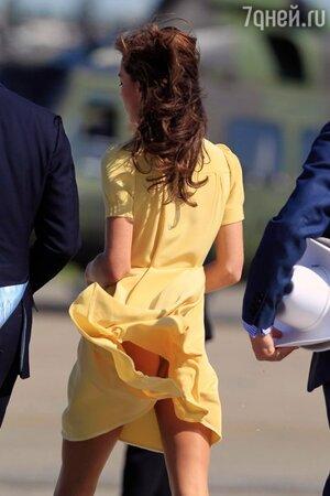 Кейт Миддлтон порекомендуют пользоваться секретом королевы, в подол платьев которой вшивают тонкую металлическую цепочку