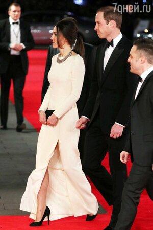 Кейт Миддлтон в платье от Roland Mouret на премьере фильма «Mandela: Long Walk to Freedom»