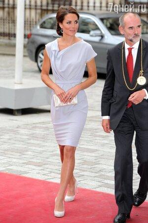 Кейт Миддлтон в платье от Roksanda Ilincic посетила академию искусств