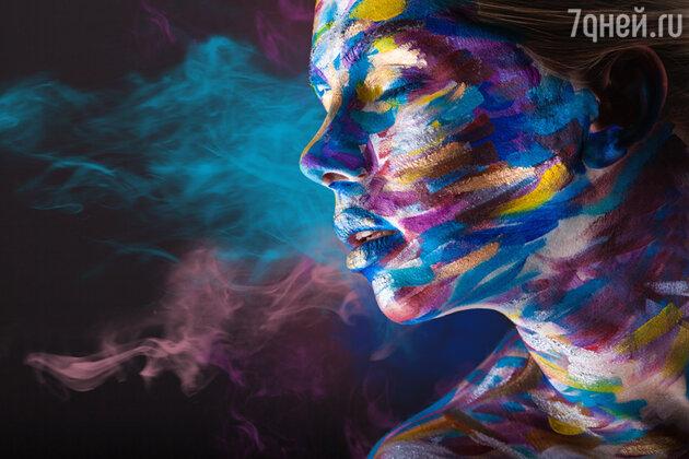Женщина в краске