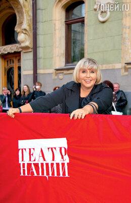 Марина Голуб особенно трепетно относится к Театру Наций, потому что в нем работает продюсером ее дочь Анастасия