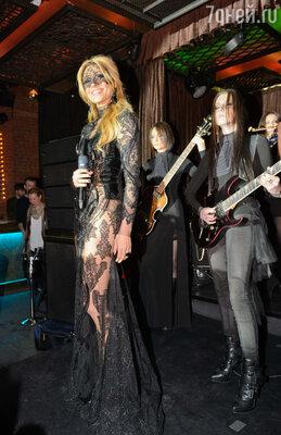 13 марта Анжелика Агурбаш представила новый клип на песню «Черная вуаль»