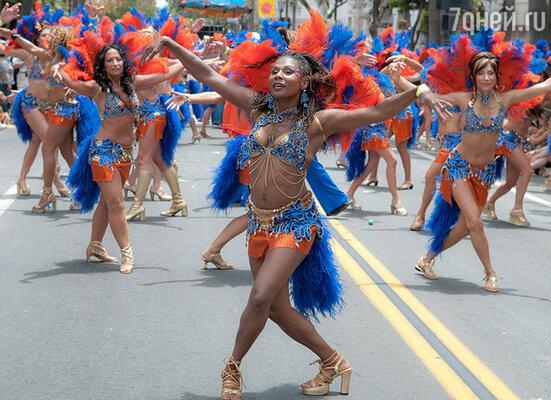 Наши красавицы обожают танцы, а танцы от души отлично борются с целлюлитом. Так что танцуйте, и целлюлит, и плохое настроение отступят