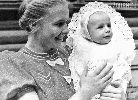 Александр с мамой Галиной Александровной. 1939 год