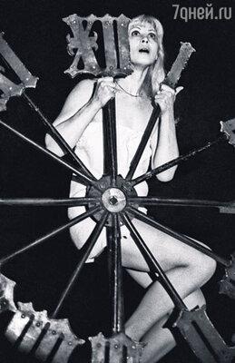 «...Маргариту сыграла, натянула на себя эту блажь мистическую, ведьмой себя почувствовала». Нина Шацкая в постановке «Мастер и Маргарита» Театра на Таганке
