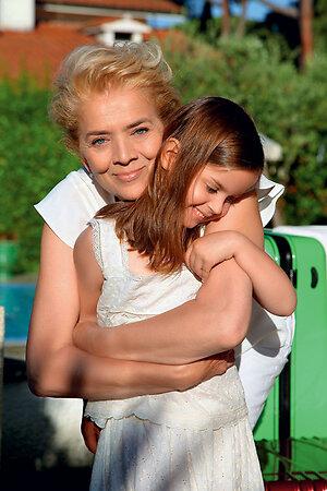 Мама Веры Брежневой Тамара с внучкой Александрой