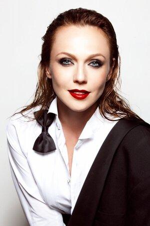 Альбина Джанабаева дебютирует на театральной сцене