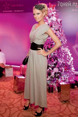 Саша Савельева на новогодней вечеринке. 2011 год