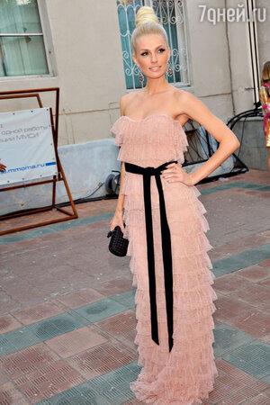 Саша Савельева на модной вечеринке. 2012 год