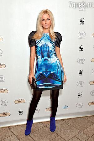 Саша Савельева на вечеринке вчесть акции «Час Земли». 2011 год