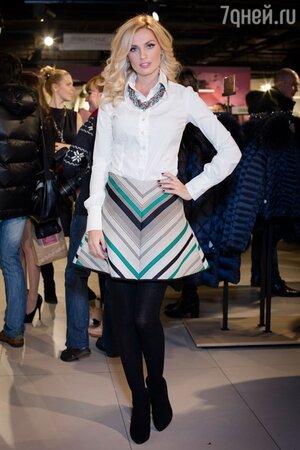 Саша Савельева на презентации новой марки одежды в 2013 году