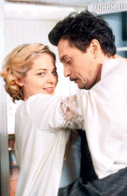 Во время съемок фильма «Звезда эпохи» у юной Александровой начался роман сопытным сердцеедом Александром Домогаровым
