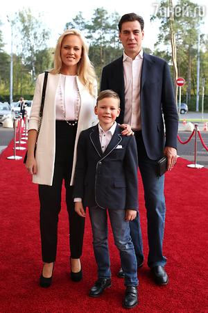 Дмитрий и Татьяна Дюжевы с сыном Иваном