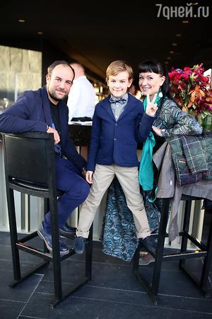 Нонна Гришаева с мужем Александром Нестеровым и сыном Ильей