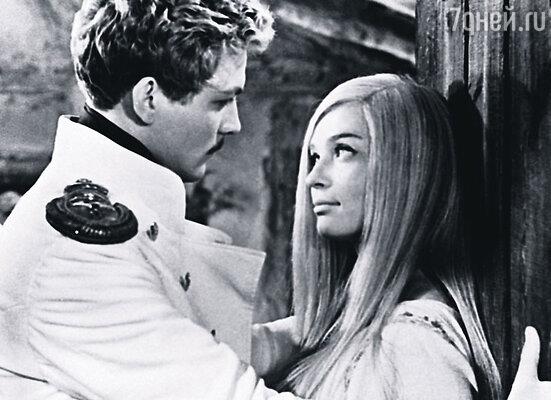 Когда на экране папа-Печорин вдруг стал душить маму-контрабандистку, я истошно заорал на весь зал: «Ма-а-ма!» (Кадр из фильма «Герой нашего времени»)
