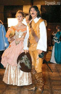 Во времена Д'Артаньяна штаны носили намного шире. Михаил Боярский на съемках «Возвращения мушкетеров»