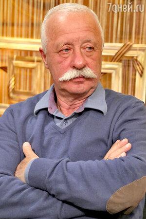 Бессменный ведущий капитал-шоу «Поле Чудес» Леонид Якубович неоднократно попадал в скандальные истории на дорогах