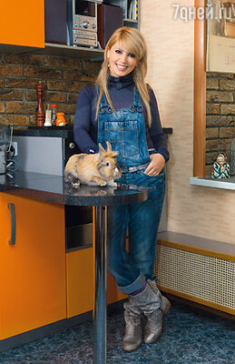 Дома у Аи живет кролик Борчок, по-киргизски Пончик