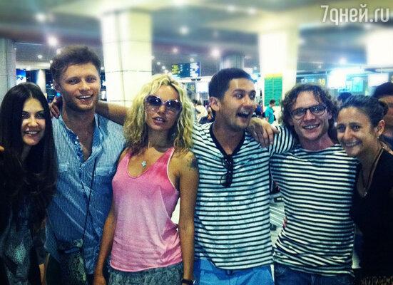 Маша Цигаль в аэропорту